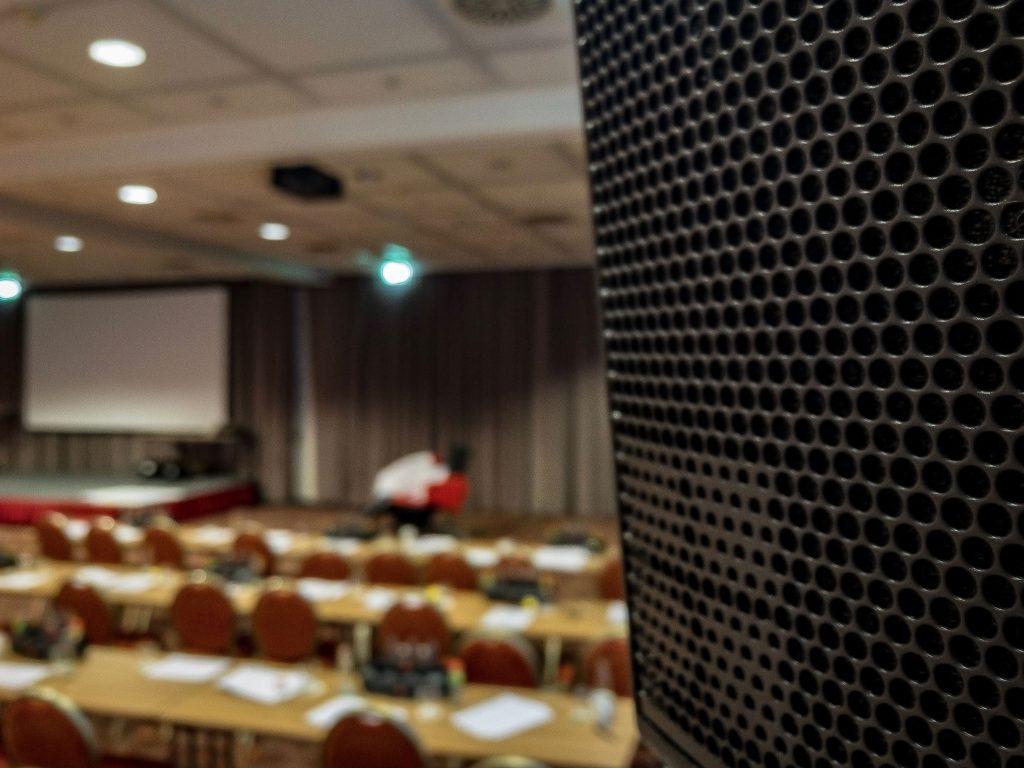 Focus auf d&b audiotechnik Y7P Point Source Lautsprecher vom premium Hersteller aus Deutschland